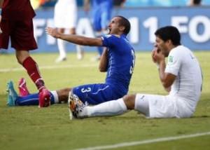 W杯=スアレスの「かみつき」疑惑、FIFAが調査へ